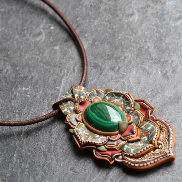 Collar colagante medallón arcilla hechoamano handmade artesanal artesano único arte malaquita