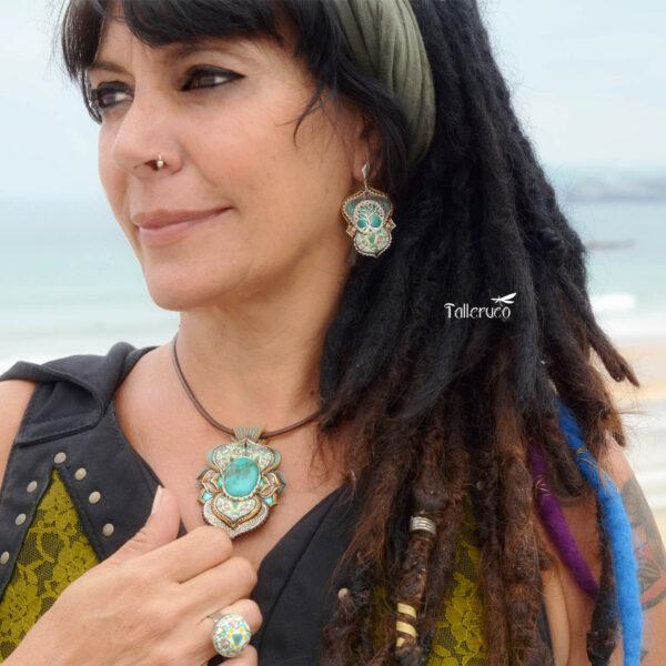 Collar colagante medallón arcilla hechoamano handmade artesanal artesano único arte turquesa playa verao dreadwoman dreadlocks