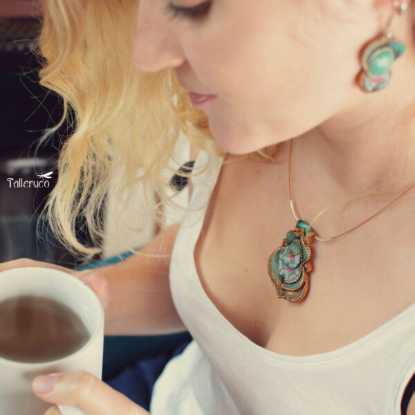Collar colgante medallón necklace artesano artesanía handmade arte millefiori arcilla polimérica joyas encantadas modelo