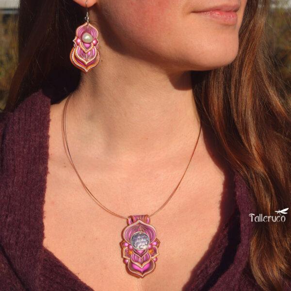 Collar colgante medallón necklace artesano artesanía handmade arte semipreciosa flor de la vida rosa modelo