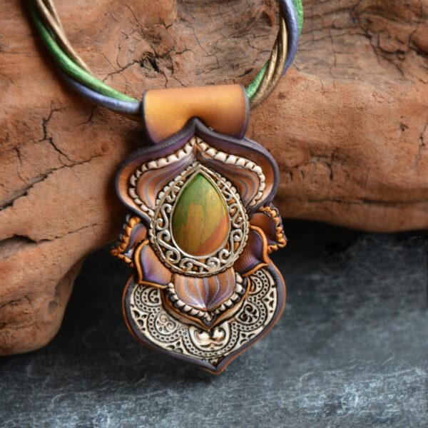 Collar colgante medallón necklace artesano artesanía handmade arte semipreciosa plata carmen dorado