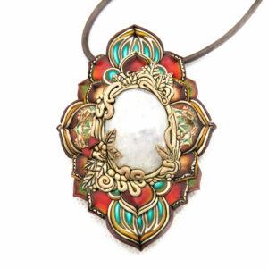 Collar medallón bosque seta rojo árbol piedra luna millefiori artesanía handmade