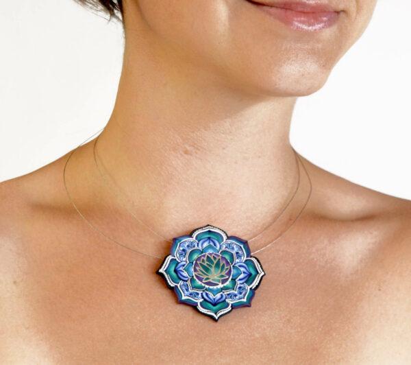 Collar plata arcilla polimérica flor de loto azul artesanía artesanal única creativa color bohemio boho hippie estilo modelo