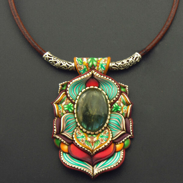 collar colgante arcilla polimérica millefiori handmade simetría labradorita rojo verde