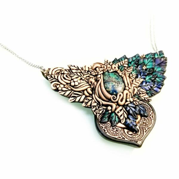 medallón colgante collar cuero arcilla polimérica flor largo artesanía handmade bosque crisocola