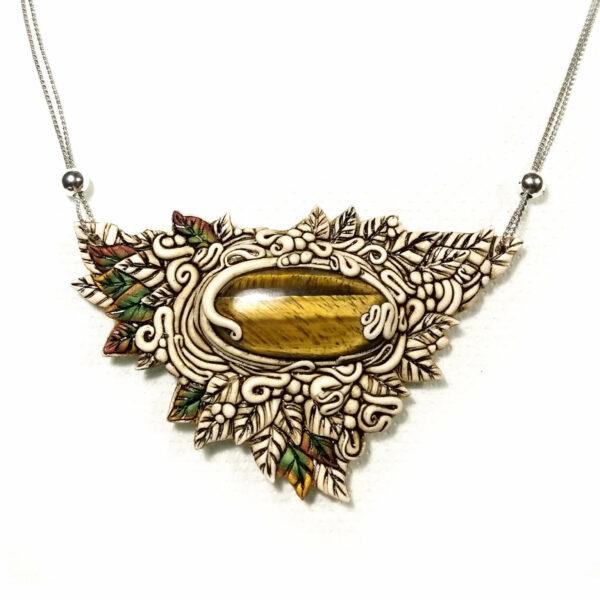 medallón colgante collar cuero arcilla polimérica flor largo artesanía handmade bosque piedra luna