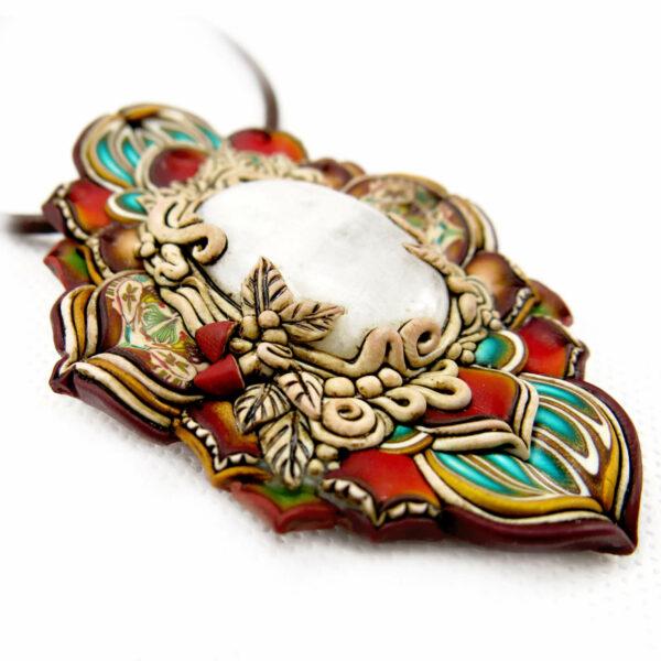medallón colgante collar cuero arcilla polimérica flor largo artesanía handmade bosque piedra luna lateral