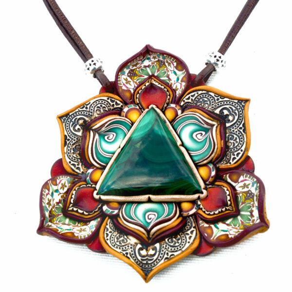 medallón colgante collar cuero arcilla polimérica flor largo artesanía handmade malaquita