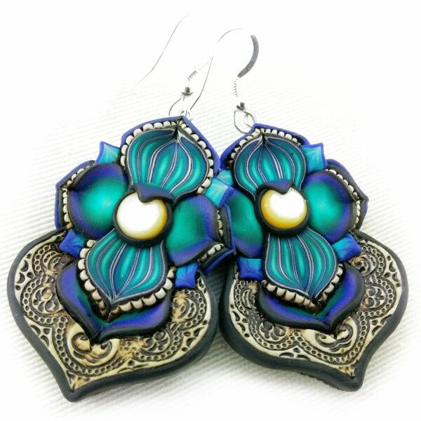 pendiene artesanal artesanía original única semipreciosa boho hippie rastawoman nácar blanco negro azul marino mar santander