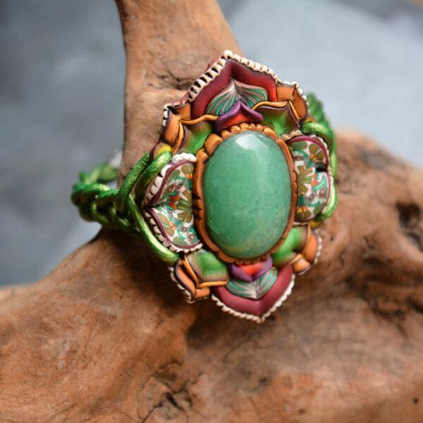pulsera artesanal artesanía handmade millefiori semipreciosa gema magia amor hippie chic boho bohemian aventurina verde multicolor cuero