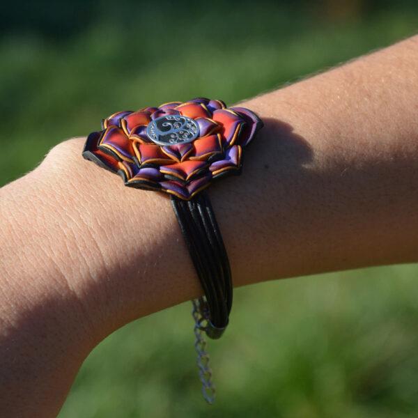 pulsera artesanal artesanía handmade millefiori semipreciosa gema magia amor hippie chic boho bohemian simbolo plata om rojo