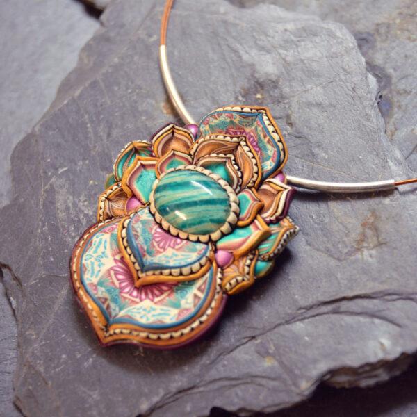 semipreciosa, lapislázuli, azul elegante joyería creativa collar colgante medallón artesanía artesanal cantabria amazonita