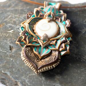 semipreciosa, lapislázuli, azul elegante joyería creativa collar colgante medallón artesanía artesanal cantabria opérculo