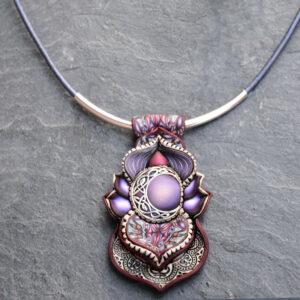 semipreciosa, lapislázuli, azul elegante joyería creativa collar colgante medallón artesanía artesanal cantabria plata luna celta violeta