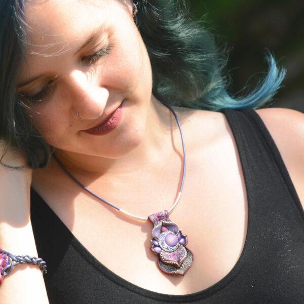 semipreciosa, lapislázuli, azul elegante joyería creativa collar colgante medallón artesanía artesanal cantabria plata luna celta violeta morado
